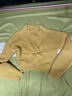 扭結短版毛衣