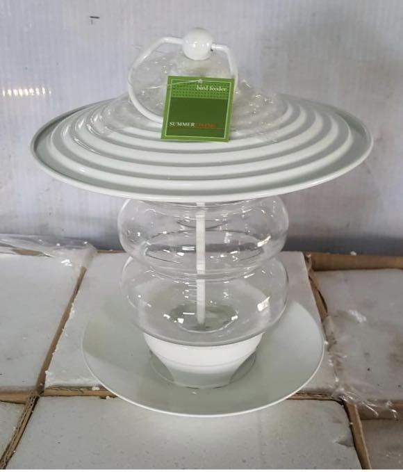 寵物,飛禽喂食器  全新~ㄧ箱6個裝  材質~金屬,玻璃  售~600