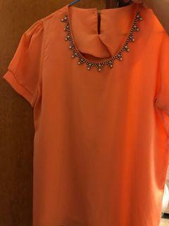 氣質小姊姊款 粉膚橘色 領口鑲鑽雪紡上衣