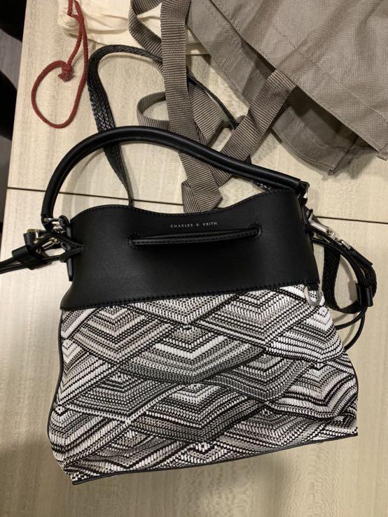 絕對正品 新加坡 小CK  Charles&keith 簡約風 斜背包 方包 手提包