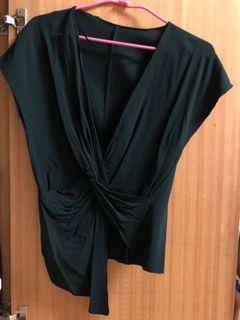 Zara墨綠色深V不對稱造型上衣
