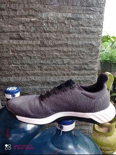 Adidad bounce running shoes