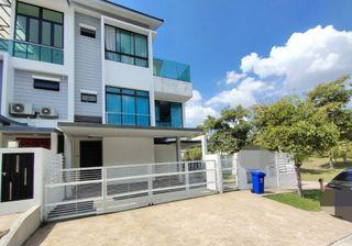Freehold 3 storey superlink End lot Aster Grove Denai Alam with private pool & surrounded by greens