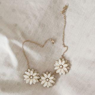 H&M Triple Flower Necklace