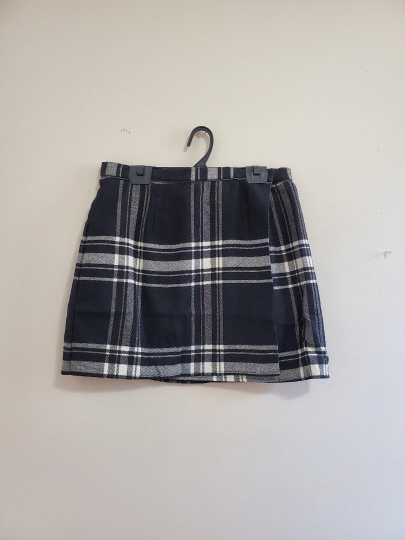 NWT Urban Outfitters 90s plaid mini skirt