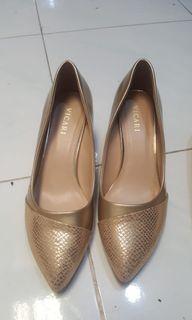 Preloved Vicari Gold Heels
