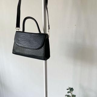 Sora Sling Bag