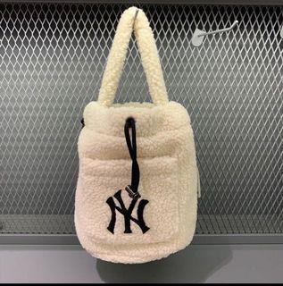 正品MLB 毛絨絨水桶包