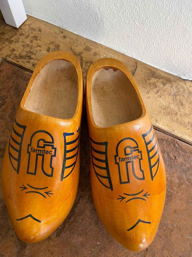 Wooden Holland shoes ultra big