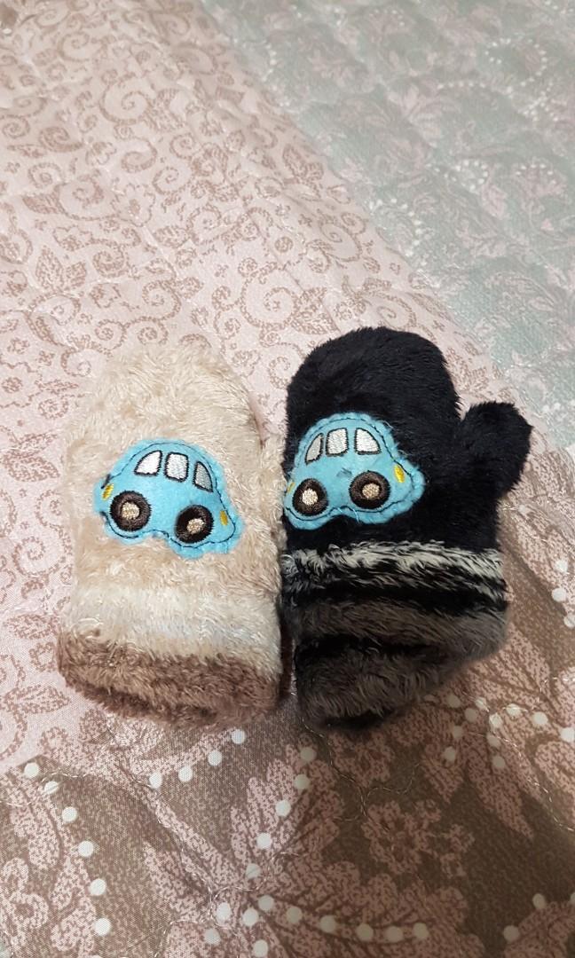 九成新小朋友保暖手套兩個一組