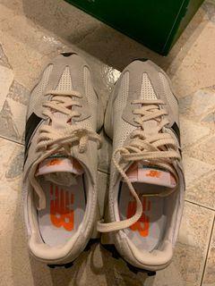 New Balance 327 sneaker in grey