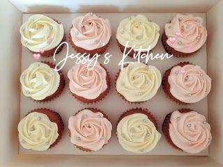 Pink and Cream Colour Rosette Cupcakes (Swiss Meringue Buttercream)