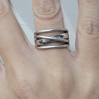 不議價_【命運交錯】 內圍直徑1.75cm 國際圍12號 有瑕疵 白銀色戒指 不知材質《二手天堂A20》