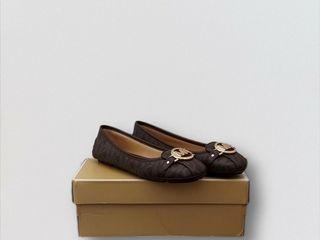 Sepatu Michaek Kors