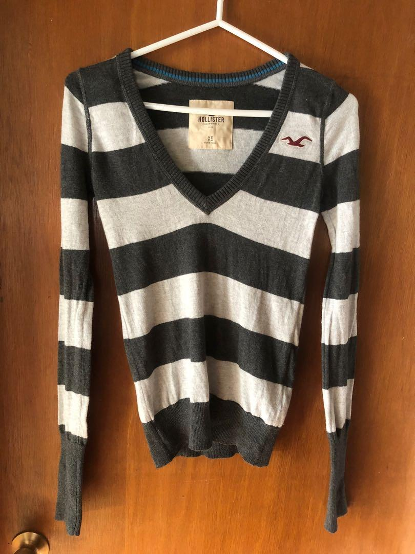 Women's Hollister V-neck pullover sweater size extra small