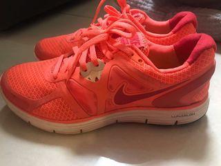 Nike女運動鞋螢光橘色38碼#排行榜