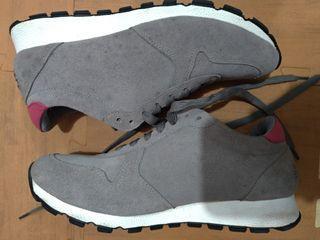 Travel fox shoe's