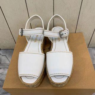 Prada白色小牛皮草編底涼鞋 真品