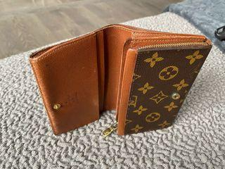 LV Wallet 100% Authentic