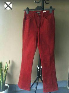 Celana merah