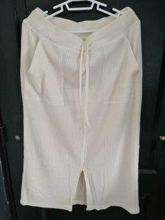 GU White Knitted Skirt with pockets and lining