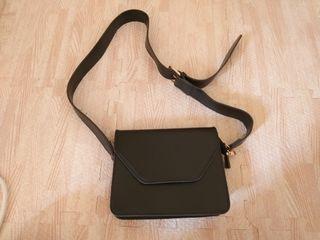黑色方形磁扣小包(有拉鍊)
