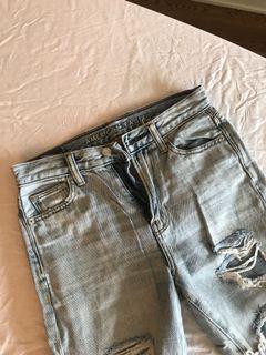 American Eagle Distressed Mom Jeans Light Wash Denim Size 02