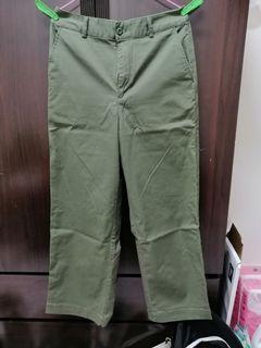 Uniqlo軍綠寬褲