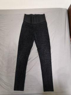 [ZARA] 黑色高腰豹紋壓紋緊身褲