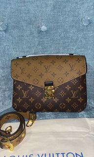 Louis Vuitton Pochette Métis reverse monogram