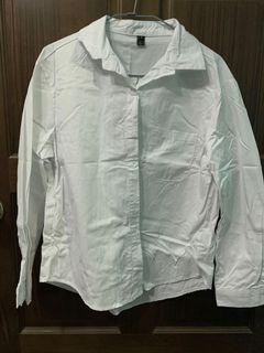 白色長袖襯衫