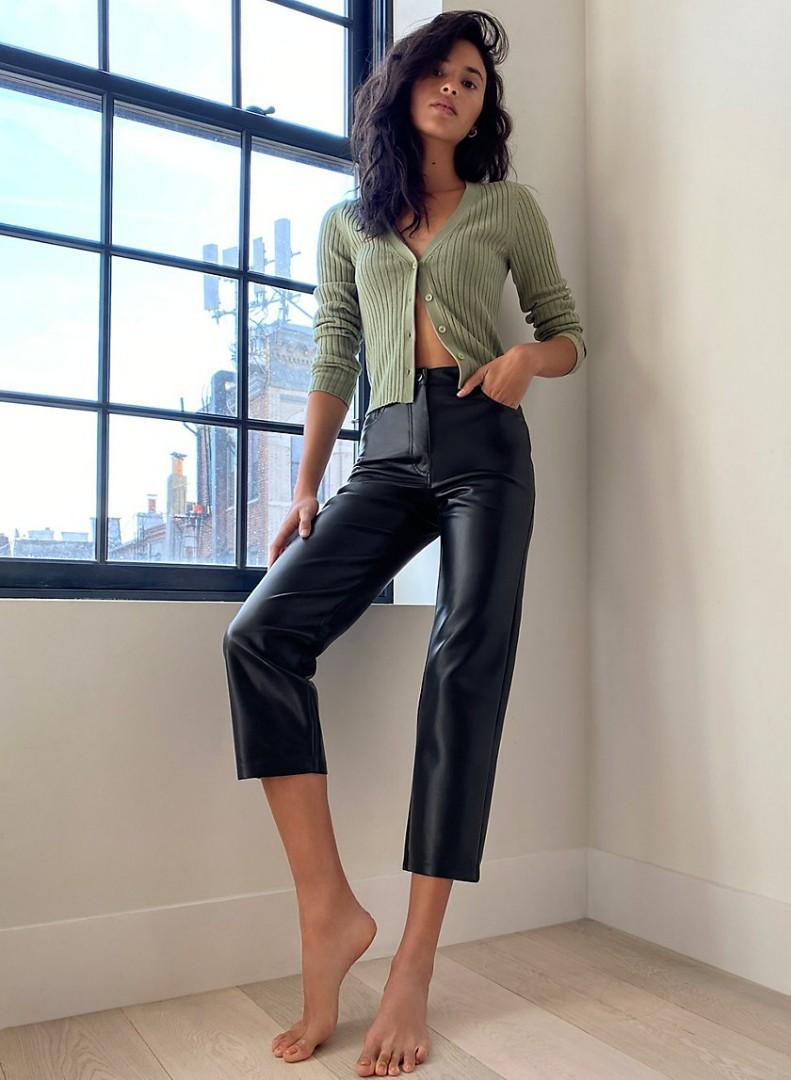 Aritzia Melina Cropped Pants in Black