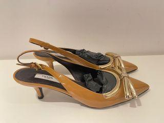 全新Prada經典款漆皮蝴蝶結裸色低跟涼鞋,歐碼37
