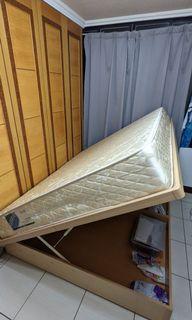 側開式雙人收納床架(含安裝裝置)