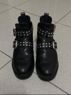 二手 黑色摟空鉚釘靴 H&M 37 鞋