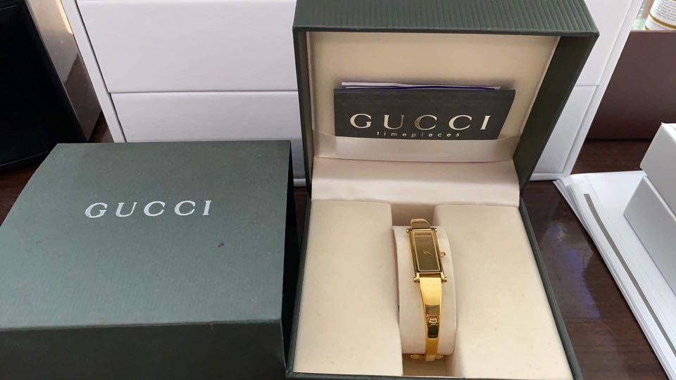 Gold gucci watch complete inclusion