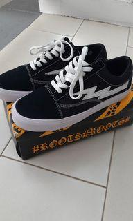 Sepatu Word Division Classic Roots Black and White not vans shoes