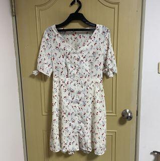 柔軟的花花洋裝🌸 #女裝賣家