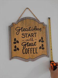Hiasan dinding pajangan cafe berbahan kayu