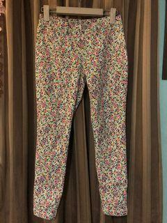 Uniqlo printed cropped pants