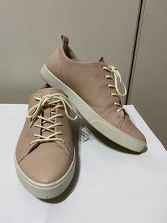 最後特價 Ecco 粉色尖頭休閒鞋