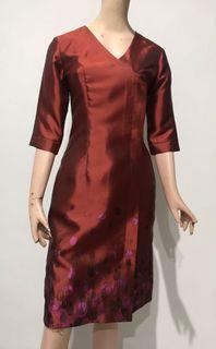 Dress maroon bunglon body shape