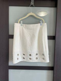 Skirt with grommets