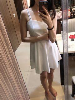 純白小洋裝