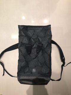 adidas original 三宅一生 幾何 菱格 後背包