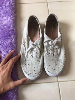 American Eagle White Shoes