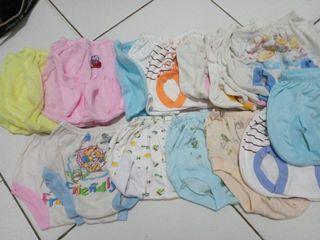 Celana Pendek Bayi Random kondisi seadanya