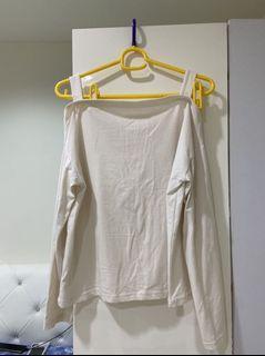 購買商品可免費索取喲 長袖上衣 薄款 內搭 露肩 上衣  素T 一字領