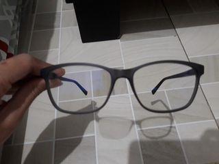 Kacamata Guess lensa photochromic