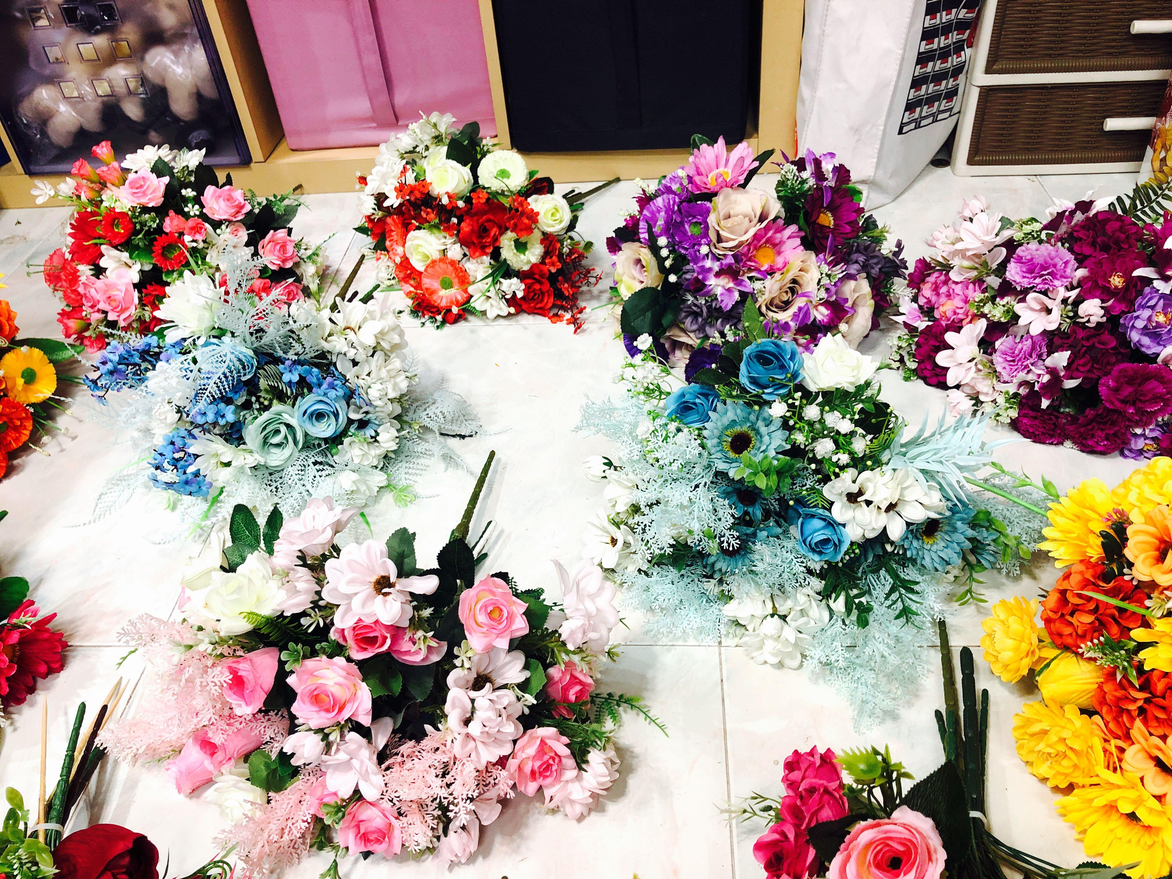Artificial flower bouquet   blue mix white   last 2 sets    for photo shooting use   for car decoration use   For rom and wedding decoration use   bridal bouquet photo shooting use